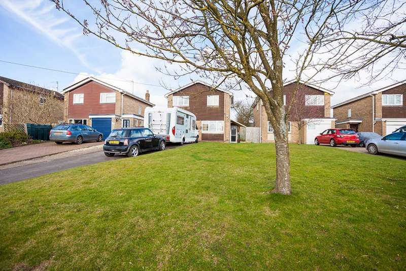 4 Bedrooms Detached House for sale in 4 The Close