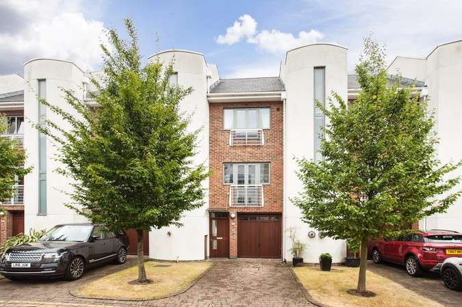 4 Bedrooms Terraced House for sale in Tallow Road, Brentford