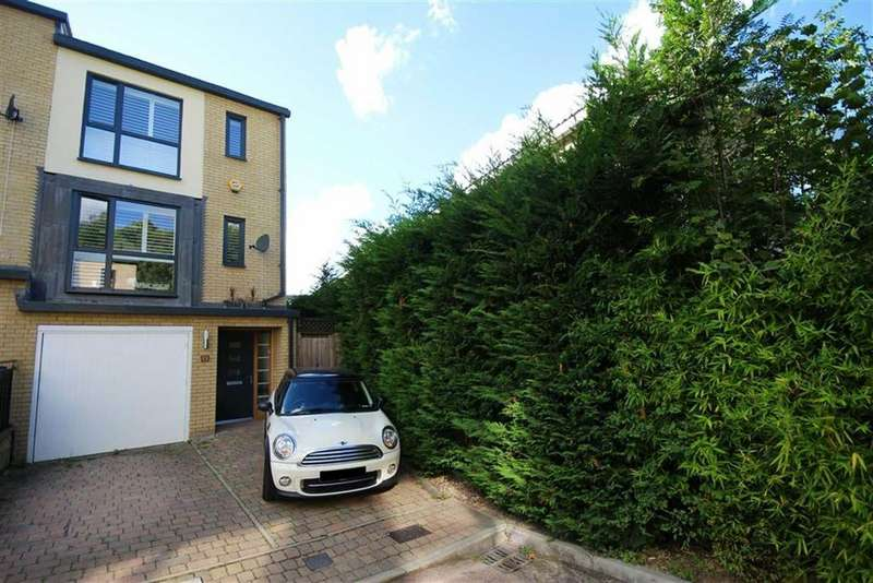 3 Bedrooms House for sale in Snowberry Close, High Barnet, Hertfordshire