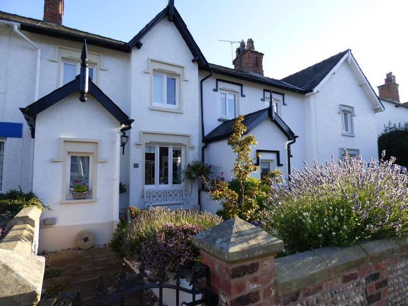 2 Bedrooms Cottage House for rent in Westby Street, Lytham