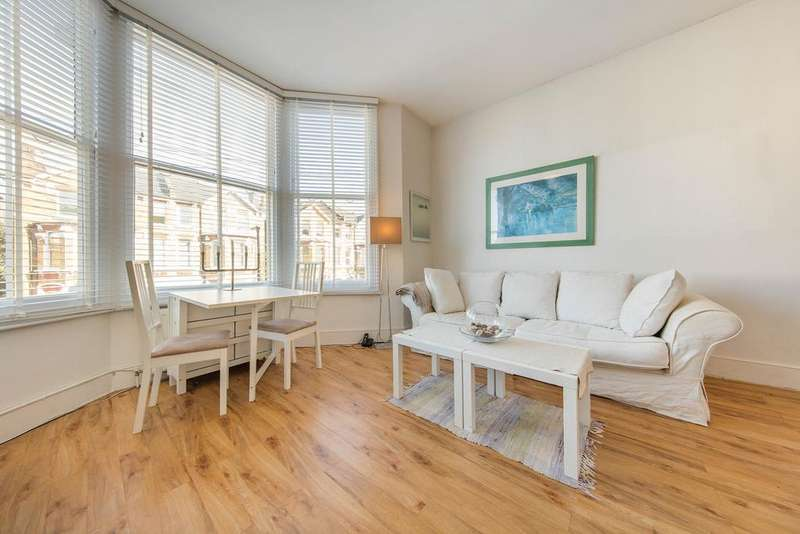2 Bedrooms Flat for sale in Montrell Road, SW2