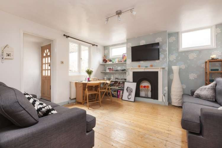 2 Bedrooms Flat for sale in Pepys Road London SE14