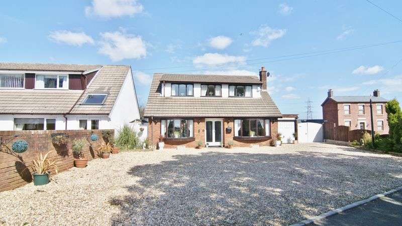 4 Bedrooms Detached House for sale in Darkinson Lane, Lea Town PR4 0RH