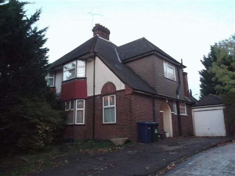 3 Bedrooms Semi Detached House for sale in Barnet Way, Mill Hill, London, NW7 3BH