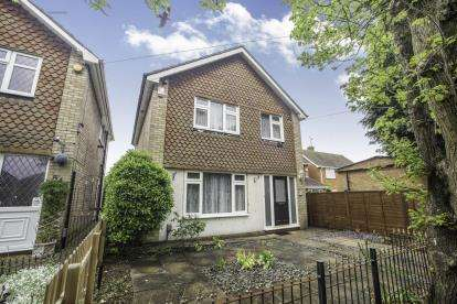 3 Bedrooms Detached House for sale in Fieldgate Road, Luton, Bedfordshire