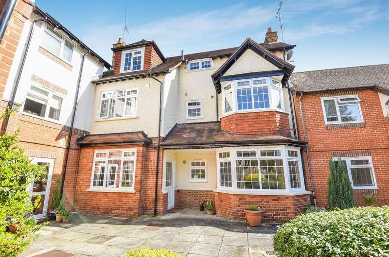1 Bedroom Flat for sale in Weybridge