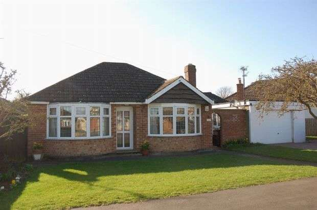 3 Bedrooms Detached Bungalow for sale in Woodside Avenue, Boothville, Northampton NN3 6JJ