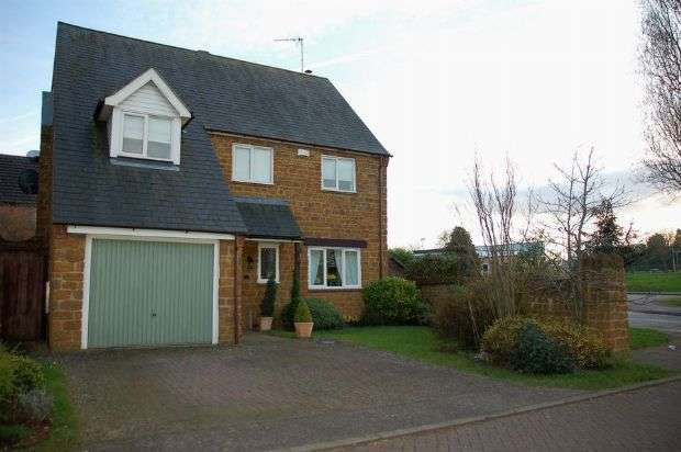 4 Bedrooms Detached House for sale in The Paddocks, Moulton, Northampton NN3 7AS
