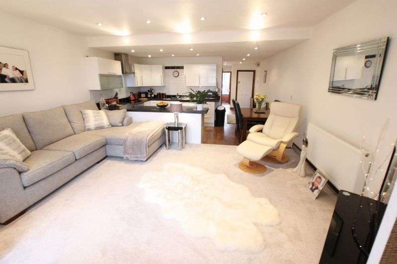 2 Bedrooms Flat for sale in Banks Road, Wirral