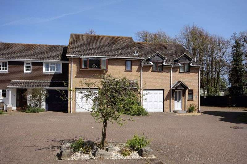 3 Bedrooms Terraced House for sale in Anchor Close, Christchurch