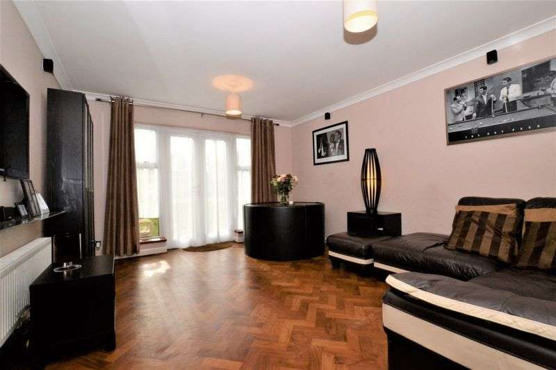 2 Bedrooms Flat for sale in Bromley Road, Shortlands