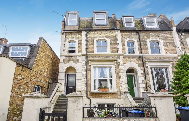 1 Bedroom Flat for sale in St Leonards Road, Surbiton