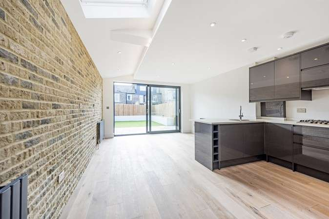 2 Bedrooms Flat for sale in Leythe Road, Acton