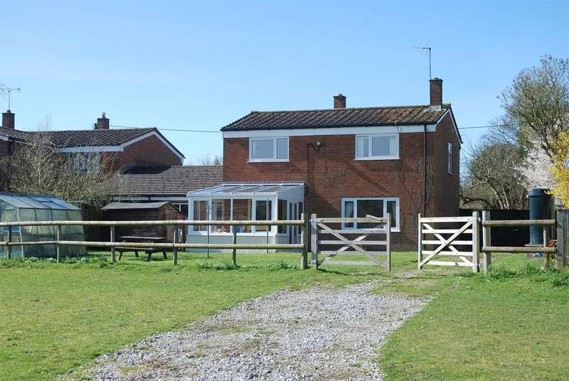 3 Bedrooms Farm House Character Property for sale in Shipton Bellinger, Wiltshire