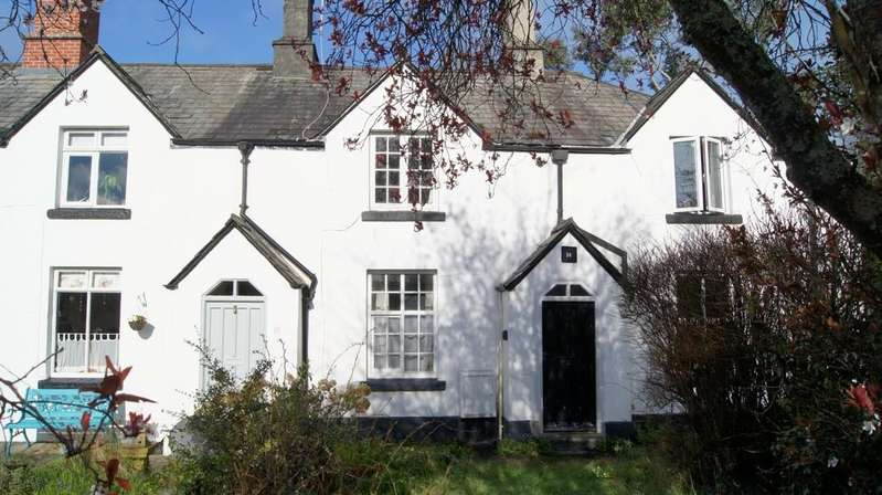2 Bedrooms Cottage House for sale in Tavistock