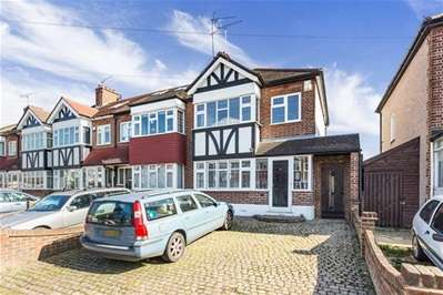 3 Bedrooms Semi Detached House for sale in Glastonbury Avenue, Woodford Green