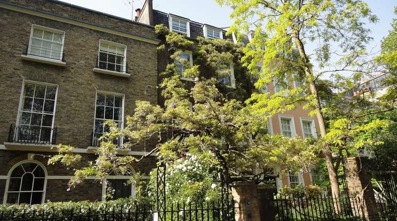 3 Bedrooms Terraced House for sale in KENSINGTON SQUARE, W8