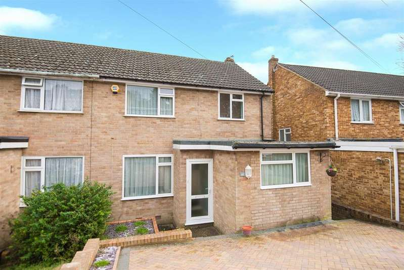 3 Bedrooms Semi Detached House for sale in Hepplewhite Close, High Wycombe