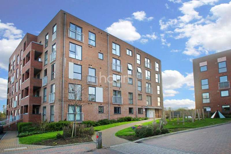2 Bedrooms Flat for sale in Draper Close, West Thurrock, RM20