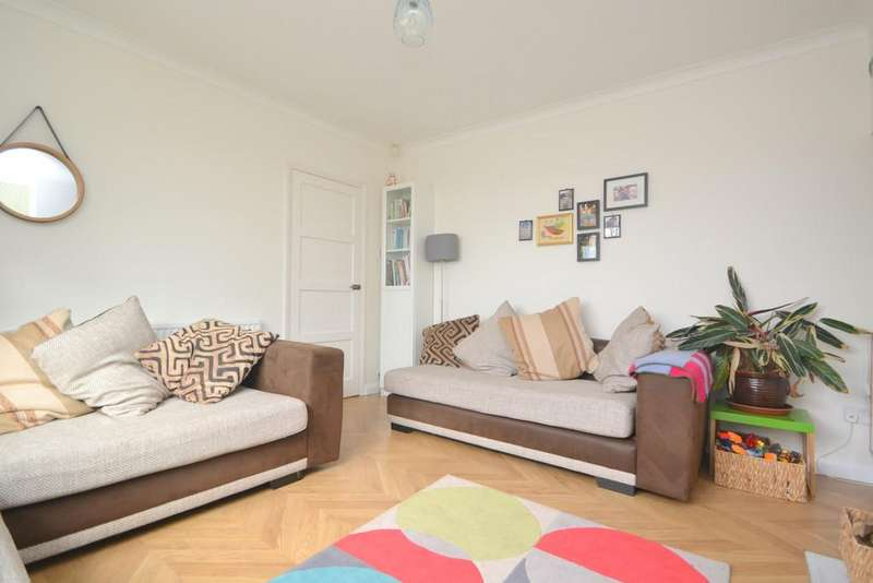 3 Bedrooms Semi Detached House for sale in Salerno Way, Chelmsford