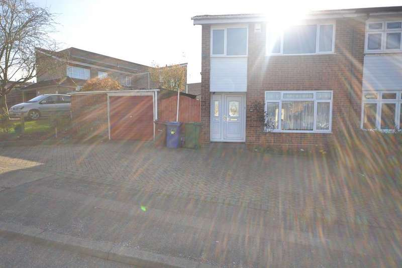 3 Bedrooms Semi Detached House for sale in Gardner Avenue, Corringham, Stanford-le-Hope, SS17