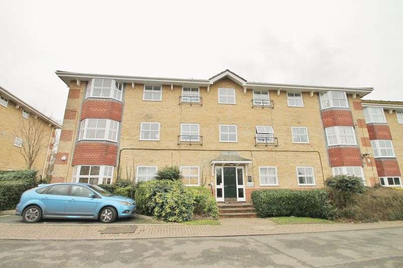1 Bedroom Flat for sale in Leigh On Sea, SS9