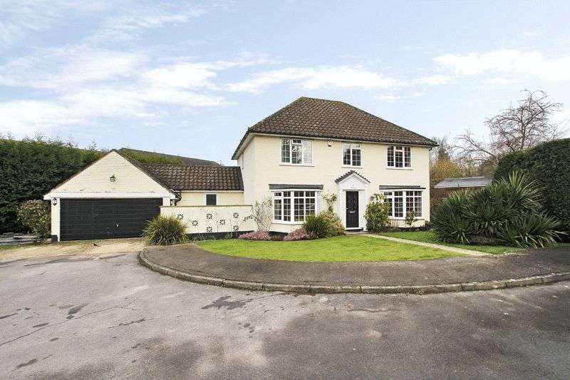 4 Bedrooms Detached House for sale in Border Chase, Copthorne, West Sussex