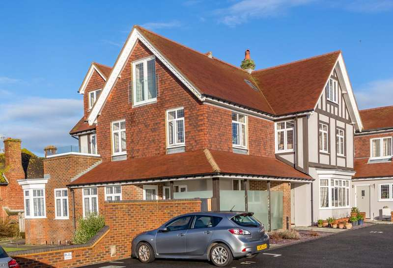 2 Bedrooms Apartment Flat for sale in Newick Place, Marine Drive, Rottingdean, Brighton BN2