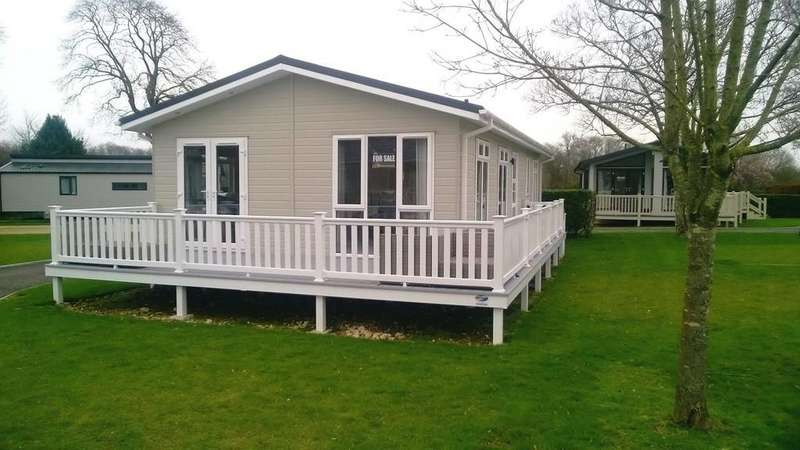 2 Bedrooms Mobile Home for sale in Merley Court Holiday Park, Wimborne