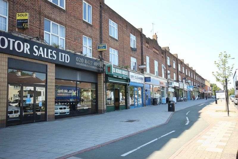 4 Bedrooms Flat for sale in Harrow, HA2