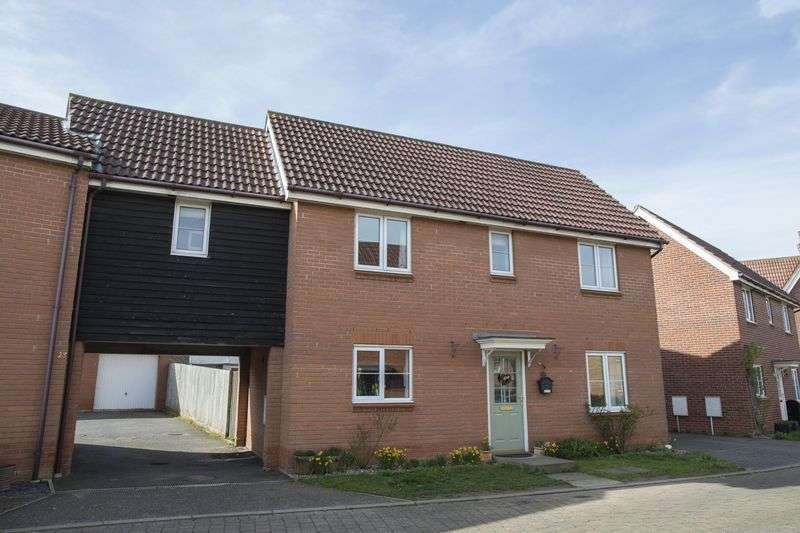 5 Bedrooms Detached House for sale in Kingfisher Road, Bury St. Edmunds