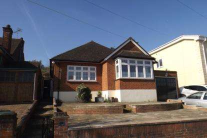 2 Bedrooms Bungalow for sale in Chigwell, Essex