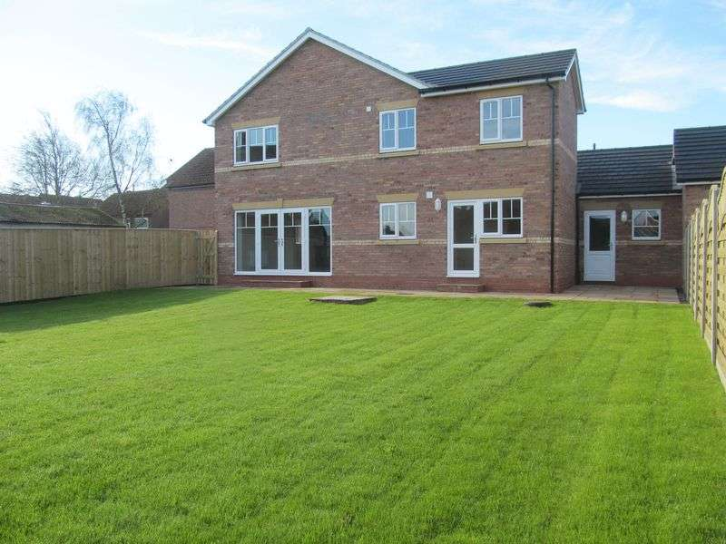 4 Bedrooms Detached House for sale in Hull Road, Beverley