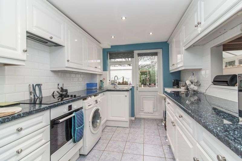 3 Bedrooms Semi Detached House for sale in Finchmoor, Harlow