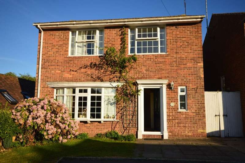 4 Bedrooms Detached House for sale in Cowdrey Place, Canterbury, CT1