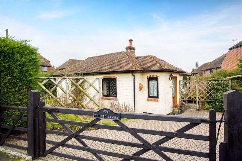 2 Bedrooms Detached Bungalow for sale in Newbridge Road East, Billingshurst, West Sussex, RH14