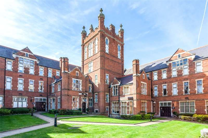 3 Bedrooms Flat for sale in Windsor House, King Edward Place, Bushey, Hertfordshire, WD23