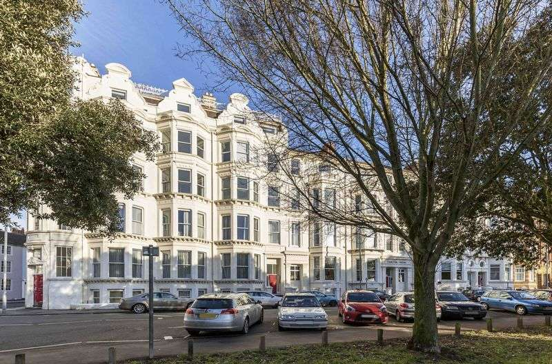 2 Bedrooms Flat for sale in Western Parade, Southsea