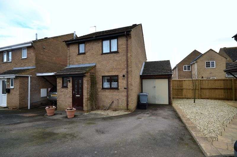 Detached House for sale in Hollybush Road, Carterton