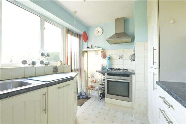 2 Bedrooms Maisonette Flat for sale in Brooklands Way, REDHILL, RH1 2BN