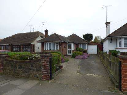 2 Bedrooms Bungalow for sale in Westcliff-On-Sea, Essex, England