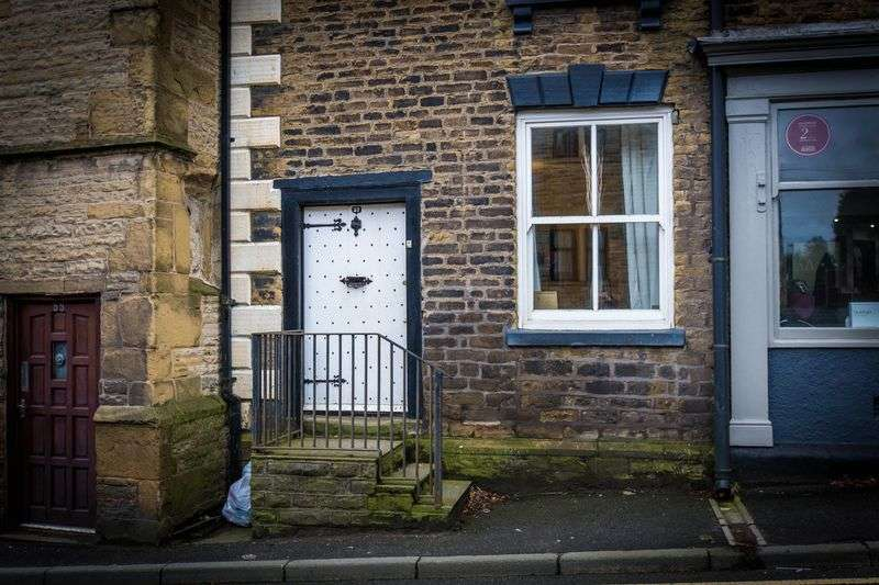 3 Bedrooms Terraced House for sale in School Lane, Upholland