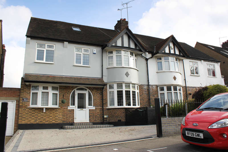 4 Bedrooms Semi Detached House for sale in Hollywood Way, Woodford Green