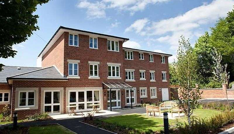 1 Bedroom Flat for sale in Imber Court: ** GROUND FLOOR WITH PRIVATE PATIO**- Must be viewed
