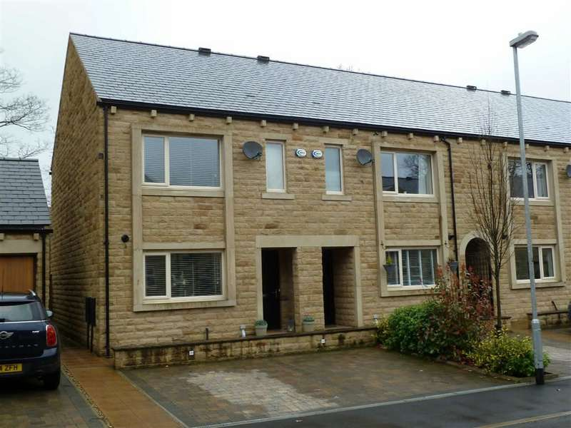 3 Bedrooms Property for sale in Bowler Way, Greenfield, SADDLEWORTH, OL3