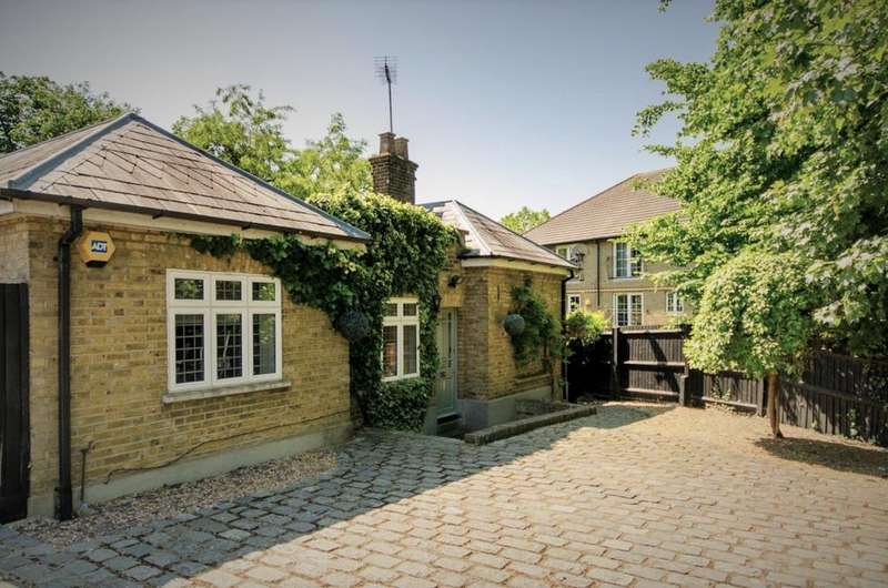 3 Bedrooms Unique Property for sale in Bush Hill Road, Winchmore Hill N21