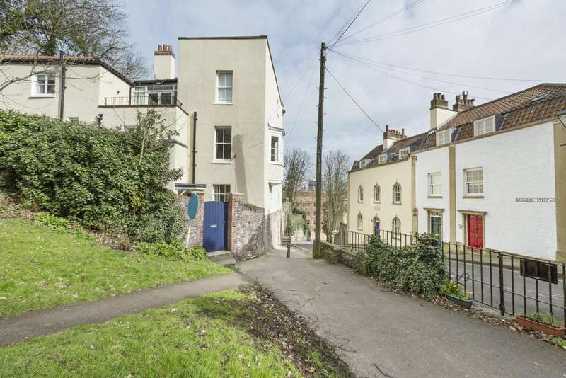 3 Bedrooms Town House for rent in Brandon Steep, Bristol, BS1