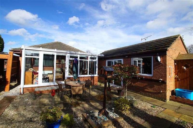 2 Bedrooms Detached Bungalow for sale in Austhorpe Gardens, Leeds