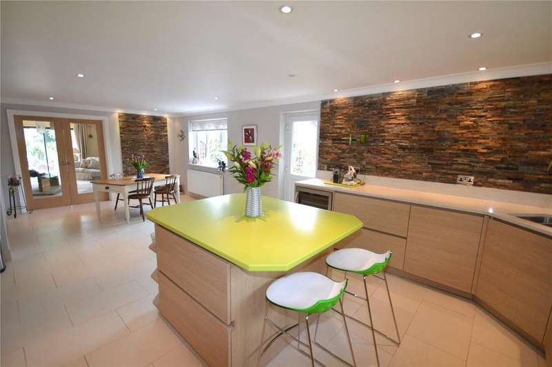 4 Bedrooms Detached House for sale in Pilley Hill, Pilley, Lymington, Hampshire, SO41
