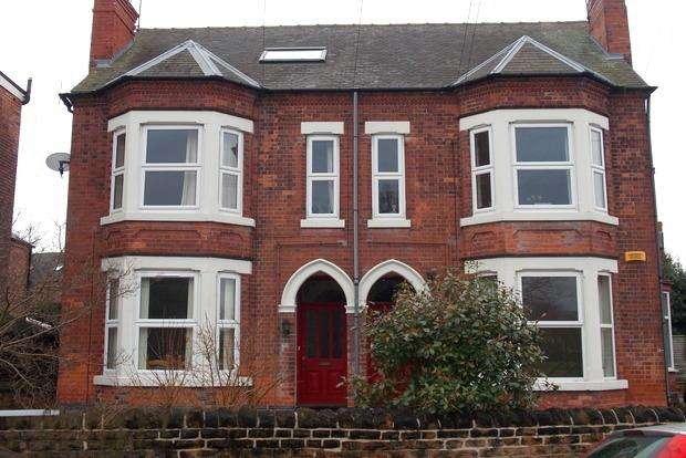 3 Bedrooms Flat for sale in Holme Road, West Bridgford, Nottingham, NG2